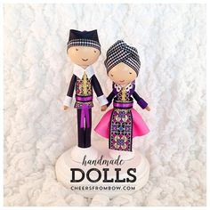 Busy bee making more happy couples! These two are ready to head out to Connecticut! #Hmong #hmongdolls #pegdolls #cheersfrombow