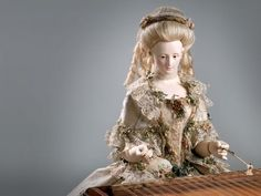 Demonstration of Queen Marie Antoinette's Automaton playing one of eight melodies it can perform. David Roentgen (1743--1807) took his royal patron by surprise when he delivered this beautiful automaton to King Louis XVI for his queen, Marie Antoinette, in 1784.