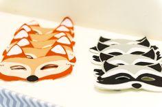 Máscaras de feltros para as crianças virarem raposinhas. Foto: Juliana Laporta Fox Party, Woodland Party, 2nd Birthday, Sweet 16, 1st Birthdays, Pocahontas, Baby Shower, Fernanda Floret, Dyi