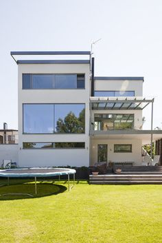 Kivitalon moderni julkisivu, lisää ideoita www.lammi-kivitalot.fi Home Fashion, Habitats, Exterior, Mansions, House Styles, Bed, Inspiration, Furniture, Home Decor