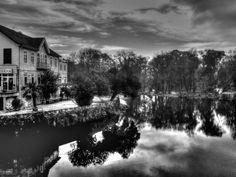 Boa tarde :D -reflexos a preto & branco no rio Vez em Arcos de #Valdevez - http://ift.tt/1MZR1pw -