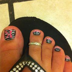 cute zebra nails with initials on toe Hot Nails, Pink Nails, Hair And Nails, Zebra Nails, Toe Nail Color, Nail Colors, Z 1000, Animal Nail Art, Toe Nail Designs