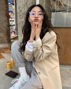 Image shared by Find images and videos about girl, fashion and style on We Heart It - the app to get lost in what you love. Korean Girl Cute, Korean Girl Short Hair, Korean Girl Ulzzang, Ulzzang Girl Fashion, Style Ulzzang, Korean Girl Fashion, Pretty Korean Girls, Korean Street Fashion, Asian Fashion