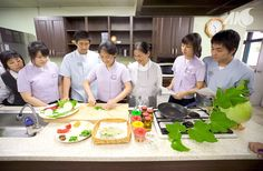 Cooking class at the Korean High School of Cultural Heritage