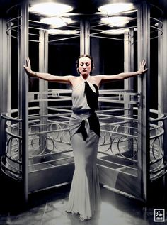 Joan Crawford, from the film Grand Hotel - 1932 Old Hollywood Glamour, Golden Age Of Hollywood, Vintage Glamour, Vintage Hollywood, Vintage Beauty, Classic Hollywood, Vintage Fashion, 1930s Fashion, Vintage Ladies