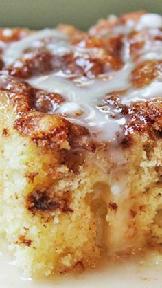 Cinnamon Roll Coffee Cake ~ Ready in just 30 minutes, this cinnamon roll coffee cake has all the same flavors as cinnamon rolls but with 5% of the effort!