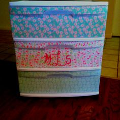 Modge podge plastic drawers with scrapbook paper. Plastic Drawer Organizer, Plastic Drawers, Diy Drawers, Plastic Storage, Craft Organization, Craft Storage, Organizing Ideas, Diy Jewelry Recycled, Diy Wood Stain