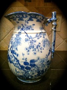 Flow Blue Pitcher by tammy Flow Blue China, Blue And White China, Love Blue, Delft, Chinoiserie, Blue Dishes, White Dishes, Art Chinois, Color Azul