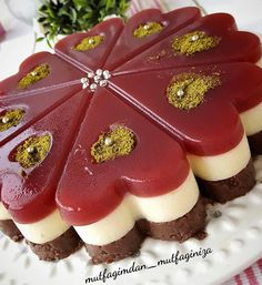 Image may contain: food Yummy Recipes, Yummy Food, Cafe Pasta, Turkish Recipes, Ethnic Recipes, Cheesecake Cups, Perfect Food, Confectionery, Chocolates