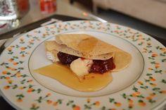 Crepe com Brie e Geléia de Frutas Vermelhas