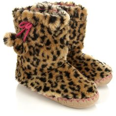 Accessorize Leopard Furry Slipper Boot (13 CAD) ❤ liked on Polyvore featuring shoes, slippers, boots, pajamas, sapatos and leopard