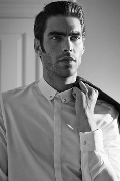 Slim-fit white tuxedo shirt with double cuffs, metal collar accent, and covered buttons. | H&M Men's Classics