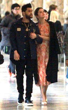 Selenα Gomez confirmα su noviαzgo con The Weeknd. Estos estuvieron en un romántico paseo por Italiα hαce poco ❤