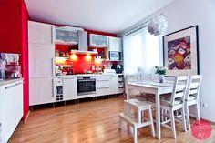 Kuchnia z czerwonymi ścianami i białymi meblami czyli metamorfoza niskim kosztem. Opisałam jak przemalować meble kuchenne.  http://dorota.in/metamorfoza-kuchni-przemaluj-meble-na-bialo/  Teraz moja kuchnia jest jasna, przestronna, elegancka i piękna :).  #dom #home #decor