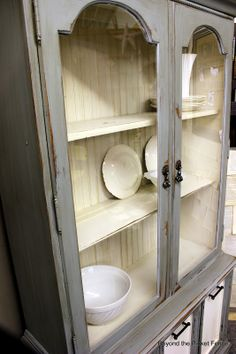 grey and cream....I am looking for an open shelved hutch for my LR.