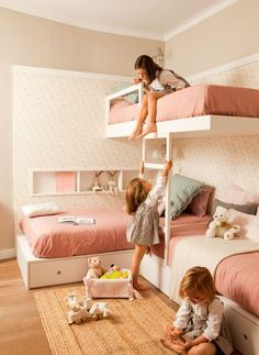 How to make multiple bed layout Work - 6 shared kids room ideas! - Paul & Paula - - Here are 6 shared kids room ideas for you. Bunk beds, corner built-ins, side by side and more. lots to take away and copy for your own home. Bunk Beds Small Room, Wooden Bunk Beds, Bunk Beds With Stairs, Kids Bunk Beds, Small Rooms, Bed Rooms, Loft Bunk Beds, Small Spaces, Girls Bedroom