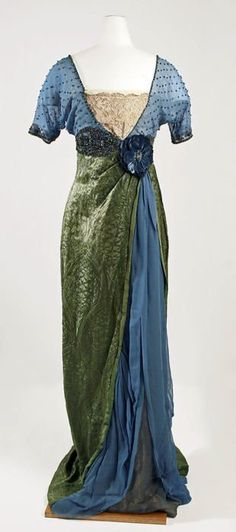 Evening dress and matching shoes by Jeanne Hallée, 1913-14 Paris, the Met Museum