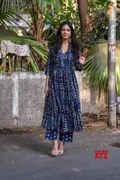 Casual Indian Fashion, Indian Fashion Dresses, Indian Designer Outfits, Indian Outfits, Ethnic Wear Designer, Long Dress Design, Dress Neck Designs, Stylish Dress Designs, Sleeves Designs For Dresses