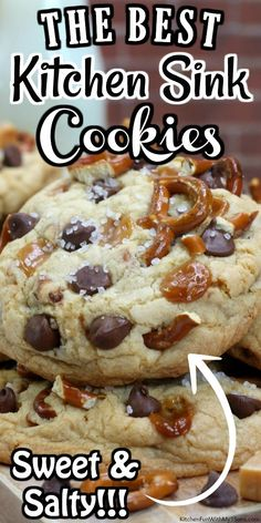 This Kitchen Sink Cookies recipe brings together everything you love, soft cookies, pretzels, caramel and chocolate chips and then topped with sea salt. Pretzel Cookies, Caramel Cookies, Yummy Cookies, Chocolate Chip Cookies, Salted Cookies Recipe, Crispy Cookies, Cookies Soft, Baby Cookies, Heart Cookies