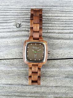 """""""Intuition"""" Pioniermodell für """"Sie"""" Die weiche, braune Farbgebung des Walnussholzes steht für Erdung, Empfindung oder Eingebung. Damit soll der Trägerin dieser Uhr Vertrauen in die eigene Intuition vermittelt werden. Intuition, Wood Watch, Watches, Design, Accessories, Confidence, Women's, Wooden Clock, Wristwatches"""