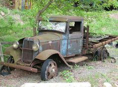 1933 Flatbed Ford Old Ford Trucks, Pickup Trucks, Abandoned Cars, Abandoned Vehicles, Abandoned Places, Truck Art, Classic Motors, Ford Classic Cars, Classic Trucks