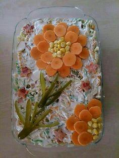 The 12 best ideas to arrange salad plates for guests on the banquet table - Lebensmittelkunst - Wurst Food Design, Salad Design, Cute Food, Yummy Food, Decoration Buffet, Veggie Art, Food Carving, Vegetable Carving, Food Garnishes