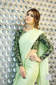 Long blouse designs for net sarees Simple Sarees, Trendy Sarees, Stylish Sarees, Fancy Sarees, Sari Blouse Designs, Saree Blouse Patterns, Full Sleeves Blouse Designs, Choli Designs, Sari Bluse