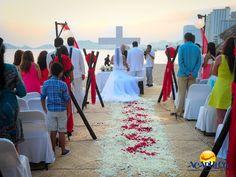 #haztubodaenacapulco Los mejores servicios para tu boda en Acapulco en Grand Hotel Acapulco. CÁSATE EN ACAPULCO. Grand Hotel Acapulco entiende la emoción y la importancia de comenzar una nueva vida al lado de tu pareja, por lo cual, te ofrece lo mejor para que tu celebración salga como la has soñado, ya sea en un salón o en una locación con escenarios naturales. Te invitamos a celebrar el día más importante de tu vida en el paradisiaco Acapulco. ww.fidetur.guerrero.gob.mx