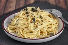 Spaghetti with sage, butter and lemon sauce The post Champignon Carbonara … appeared first on Woman Casual - Food and drink Traditional Italian Dishes, Traditional Easter Desserts, Easter Dinner Recipes, Healthy Dinner Recipes, Healthy Desserts, Creamy Spaghetti, Pasta Spaghetti, Spagetti Carbonara, Best Italian Recipes