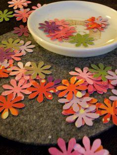 Hochzeitsdeko - Frühlingsbunte Blüten (Stanzteile) - ein Designerstück von zeh_em bei DaWanda