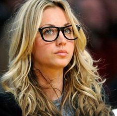"""animalcruelty-notok: """" Kaley Cuoco, 'Big Bang Theory' Star, Speaks Against Horse Carriages The Big Bang Theory might just be the most positive group of actors for animals in Hollywood today. Glamour, Blonde Bangs, Blonde Hair, Wearing Glasses, Foto Art, Girls With Glasses, Girl Glasses, Hipster Glasses, Women In Glasses"""