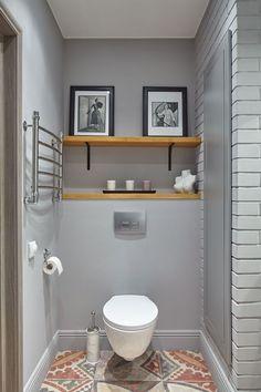 coole Badezimmereinrichtung - schöne Fliesen und nettes Decor