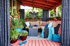 Tips for #shade and comfort: Use draperies and curtains to block sun whenever you want some extra shade   52 Designer #Patio #Ideas