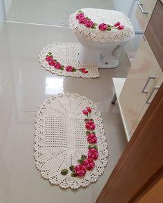 set of 3 pieces for bathroom, hook totally handmade in organic wool, carpets decoration Crochet Wool, Crochet Pillow, Crochet Doilies, Crochet Flowers, Crochet Hats, Crochet Baby Dress Pattern, Crochet Diagram, Crochet Patterns Amigurumi, Knit Rug