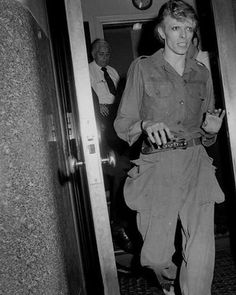 ⚡️✨So skinny, so precious and fragile✨⚡️ #davidbowie #davidrobertjones #aladdinsane #starman #spaceboy #themanwhofelltoearth #themanwhosoldtheworld #ziggystardust #majortom #thinwhiteduke #bowie #1970s