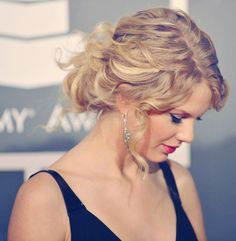 Taylor Swift Up-Do   #CelebrityHair #Hairstyles