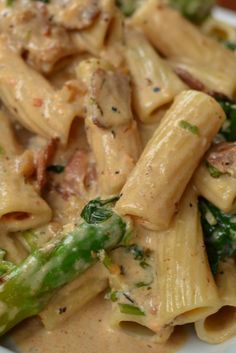 This creamy dreamy pasta is loaded with all kind of goodies...bacon, asparagus, garlic, spinach and a creamy Cajun Parmesan sauce that is to die for.