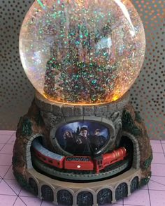 Experience the magic of HARRY POTTER with the Journey to HOGWARTS Glitter Globe. It features lights, music and a moving HOGWARTS Express train that circles 'round and 'round. is life Hogwarts Express Illuminated Musical Globe With Moving Train Harry Potter Magie, Objet Harry Potter, Theme Harry Potter, Harry Potter Merchandise, Harry Potter Books, Harry Potter Fandom, Harry Potter Memes, Harry Potter Snow Globe, Harry Potter Light