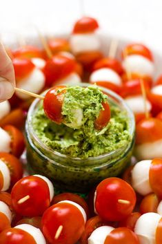 Bocconcini Caprese Skewers with Avocado Pistachio Herb dip! The perfect party appetizer that is sure to please a crowd. Avacado Appetizers, Caprese Appetizer, Caprese Skewers, Skewer Appetizers, Vegetarian Appetizers, Appetizers For Party, Appetizer Recipes, Vegetarian Recipes, Appetisers
