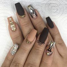Nail inspo from one of my favorite nail artist @nailsbymztina !