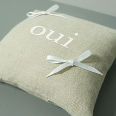 "Coussin d'alliances inscription ""oui"""