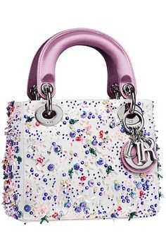 Stay 'lady like with Dior pink purses this season; by Dior fashion glam bags you are going to be gorgeous. Christian Dior 'Lady Dior' pink handbag is the one Dior Purses, Dior Handbags, Tote Handbags, Purses And Handbags, Dior Bags, Luxury Handbags, Designer Handbags, Sac Lady Dior, Bags 2014
