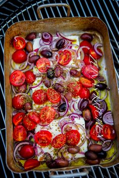 Baked Feta Cheese with Tomato and Olives Raw Food Recipes, Veggie Recipes, Wine Recipes, Vegetarian Recipes, Cooking Recipes, I Love Food, A Food, Good Food, Food And Drink