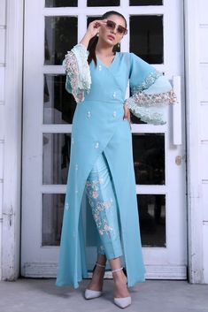 Party Wear Indian Dresses, Designer Party Wear Dresses, Indian Fashion Dresses, Fashion Wear, Hijab Fashion, Party Dress, Pakistani Dress Design, Pakistani Dresses, Saree Gown
