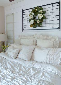 A Vintage Crib Spring Makeover & Bedroom Refresh Vintage Crib, Vintage Decor, Bedroom Vintage, Modern Farmhouse Decor, Farmhouse Style Decorating, Vintage Farmhouse, Farmhouse Table, Bedroom Table, Bedroom Decor