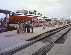 The rain that dogged the crowd in Clearwater relented by the time the UAC TurboTrain demonstrator rolled into the St. Petersburg Amtrak depot later on August 14, 1971. J. Howard Audibert photo, courtesy Kevin Pytlak collection