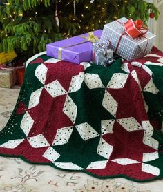 Christmas Star Throw free crochet pattern - Free Crochet Christmas Blanket Patterns - The Lavender Chair
