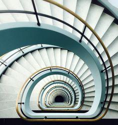 «#elevatorsareboring  #shotoniphone6 #antwerp #antwerpen #theworldneedsmorespiralstaircases»