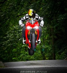 The Panigale flies too. via Diadegasforum.com