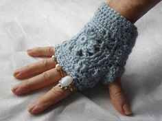Texting Gloves  Blue  SALE 40% OFF  by Pepperbelle on Etsy, $18.00  See all gloves at: https://www.etsy.com/your/shops/Pepperbelle/sections/12977185